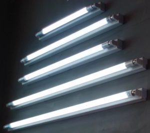 Лампа люминесцентная в светильнике