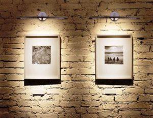 Подсветка картины с помощью люминесцентного светильника
