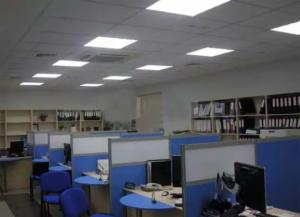 Освещение потолочное с помощью встраиваемых источников света
