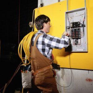Обслуживание щитка электрического