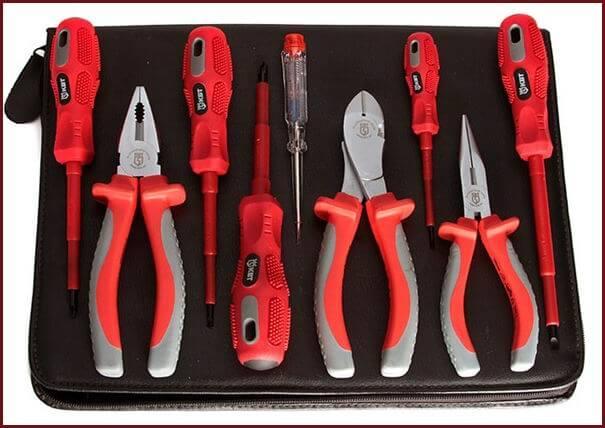 Набор специального ремонтного инструмента с изолирующими рукоятками