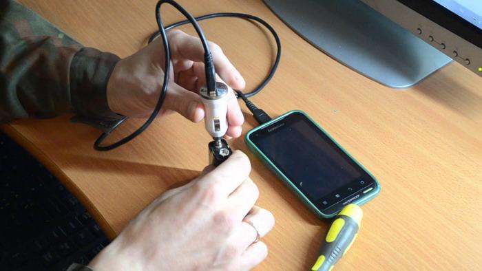Зарядка телефона с помощью пальчиковых батареек
