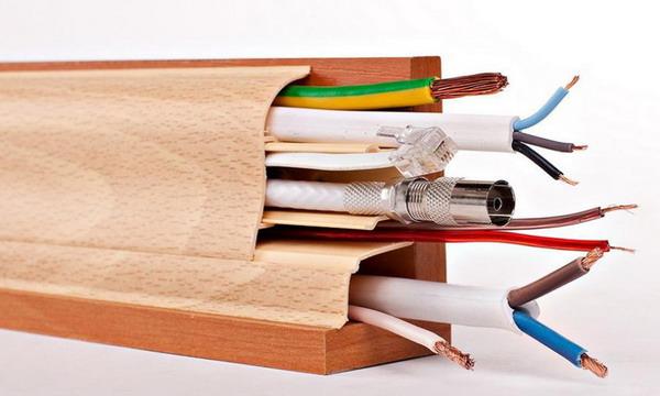 Размещение проводов в плинтусном кабель-канале
