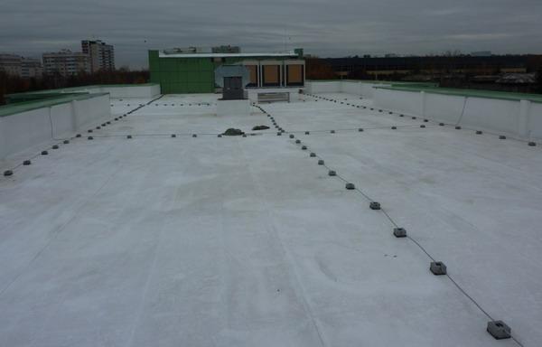 Пространственная сетка на крыше здания
