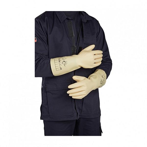 Диэлектрические перчатки надевают строго поверх одежды