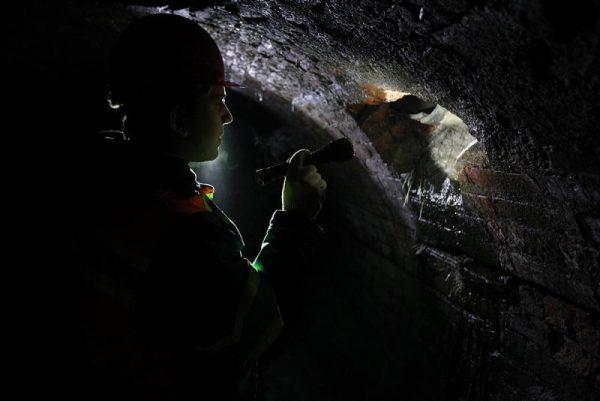 Специалисты с 3 группой допуска проводят осмотр туннелей