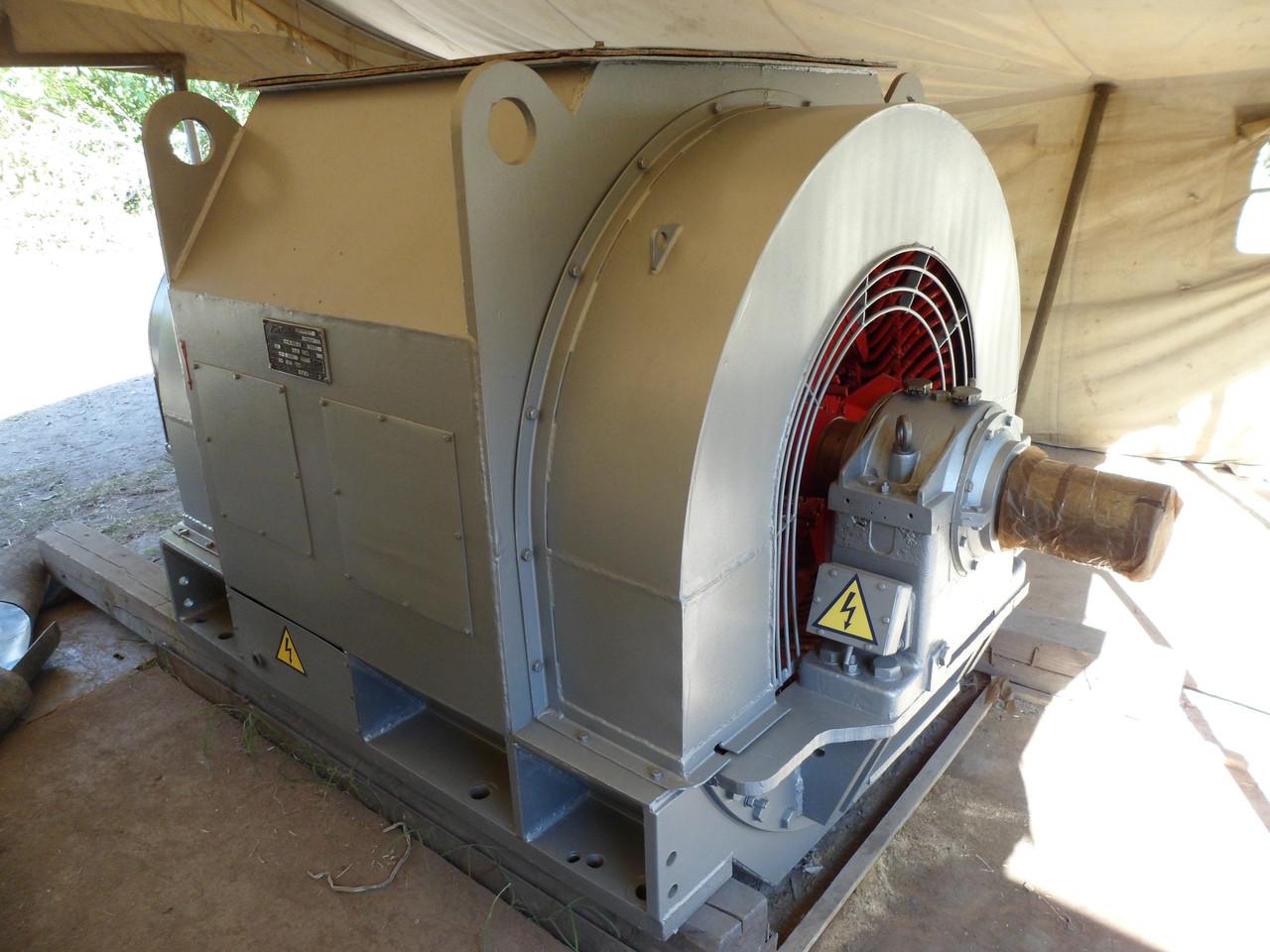 Внешний вид производственной синхронной генерирующей машины переменного тока модели СГС-14-100-6