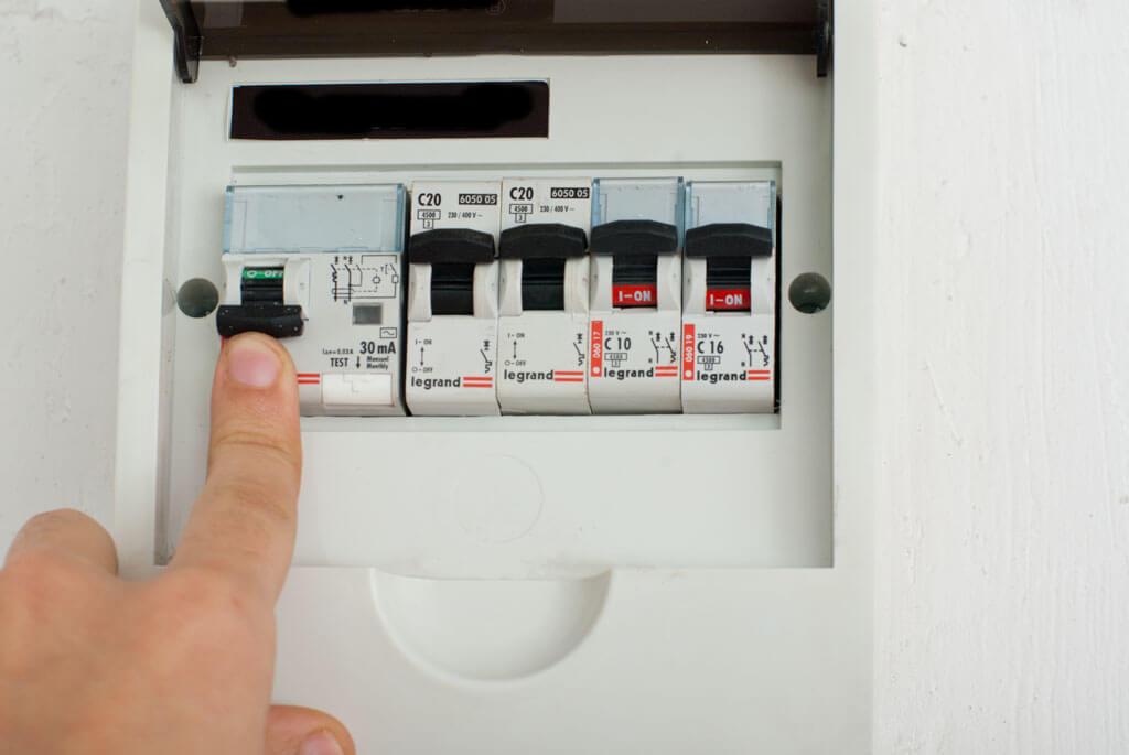 Отключение в электрощитке