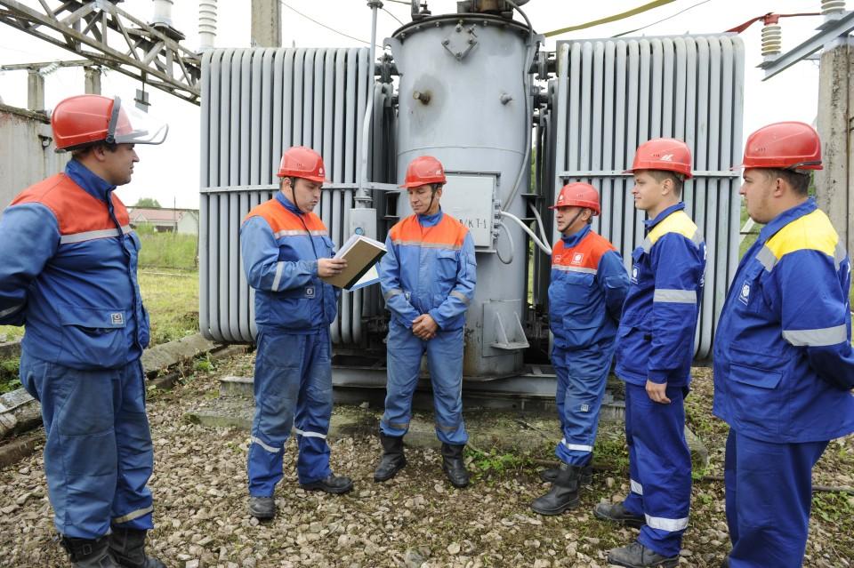 Допуск сотрудников неэлектротехнического персонала к электроустановкам разрешен только в сопровождении ответственных работников