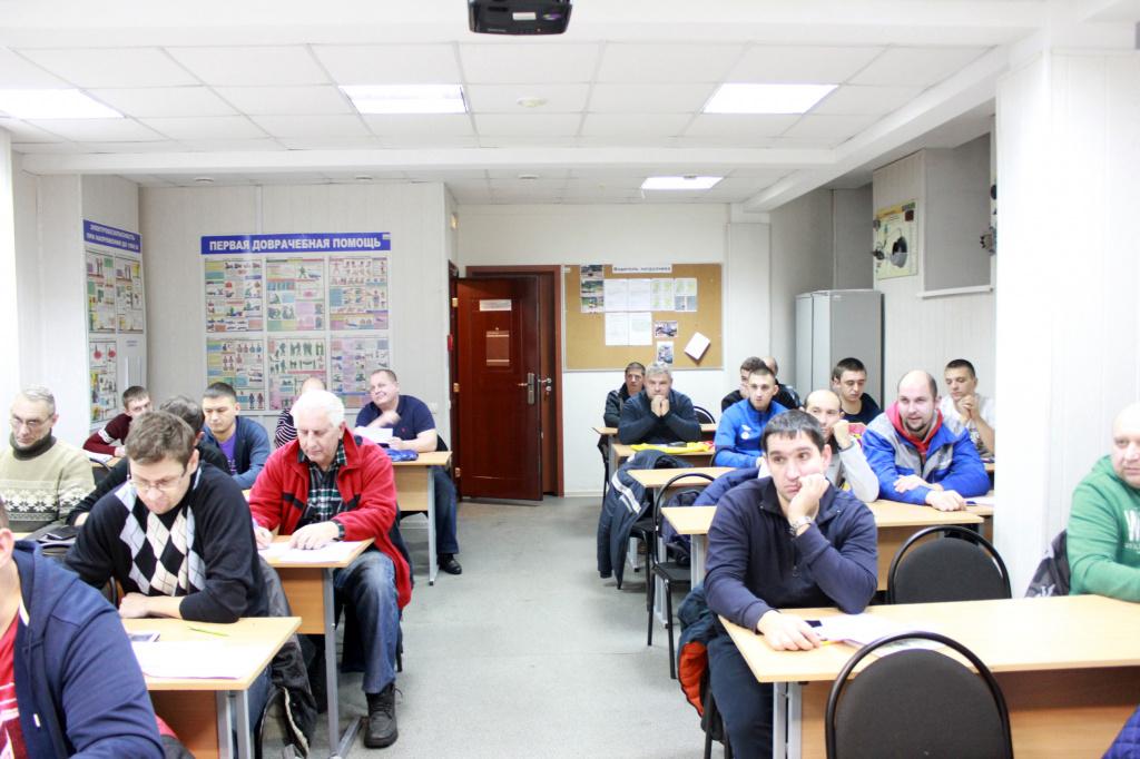 Весь электротехнический персонал должен проходить обучение по электробезопасности