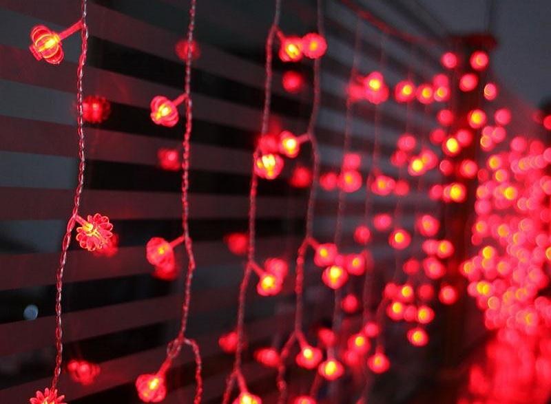 Световые украшения применяют для оформления бытовых и коммерческих объектов