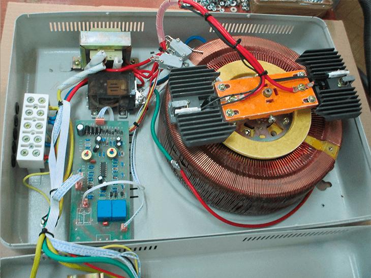 Устройство однофазного электромеханического стабилизатора