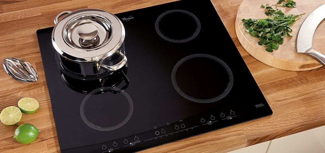 В индукционных варочных панелях токи Фуко разогревают посуду с экономичным потреблением электроэнергии