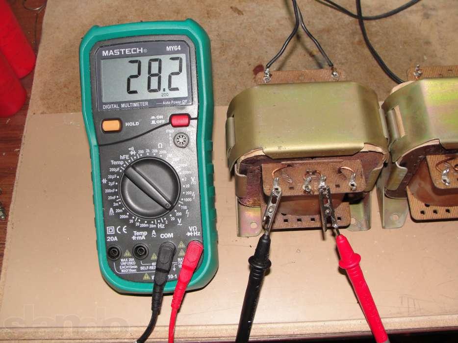 Измерение напряжения трансформатора мультиметром