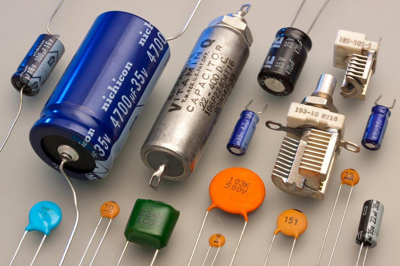 Образцы конденсаторных устройств разных типов