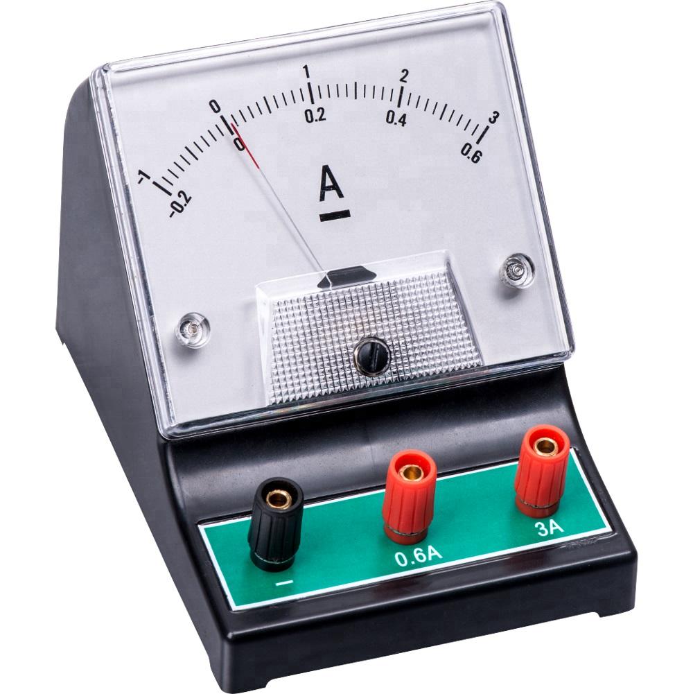 Амперметр, с помощью которого измеряют токовую силу, является одним из приборов, необходимых для вычисления работы электротока за определенный период времени в домашних или лабораторных условиях