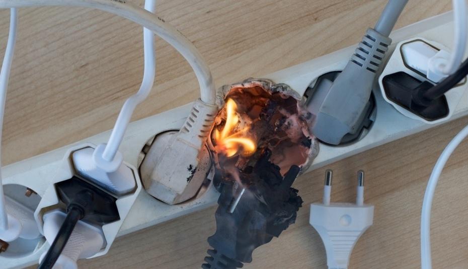 Экстремально быстрое повышение температуры объясняет потенциальную опасность возникновения открытого пламени